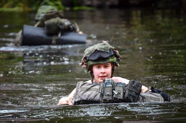В центре Стокгольма тренируются быстроногие солдаты